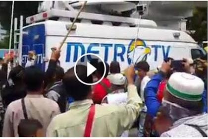 [VIDEO] Dinilai Anti Islam, Metro TV Diusir Paksa Dari Masjid Agung Medan