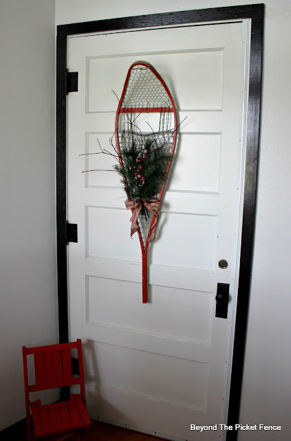 make a unique christmas decoration with a vintage snowshoe