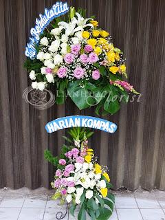 bunga duka cita, karangan bunga duka cita, bunga papan duka cita, bunga untuk orang meninggal, toko karangan bunga, toko bunga dekat rumah duka, jual bunga duka cita, rangkaian bunga duka cita, standing flowers duka cita, toko bunga jakarta