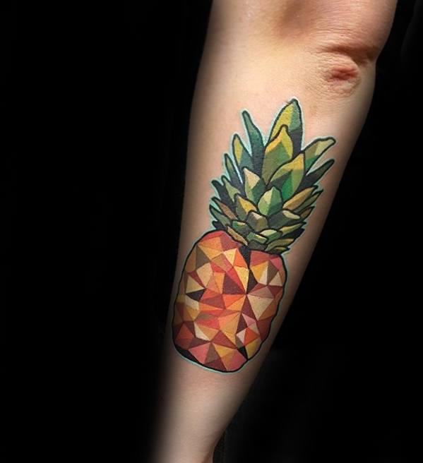 16 Tatuajes de Piñas que Están en Tendencia