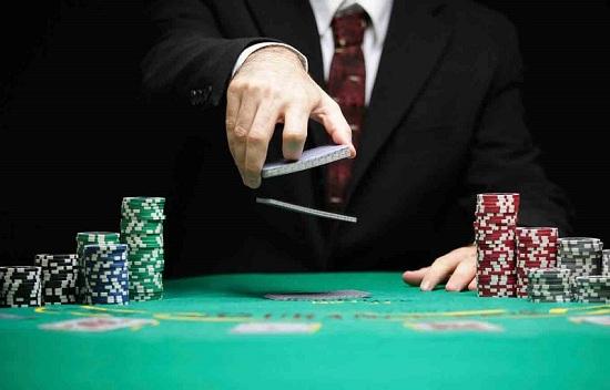 Luật chơi Poker cơ bản không quá khó.