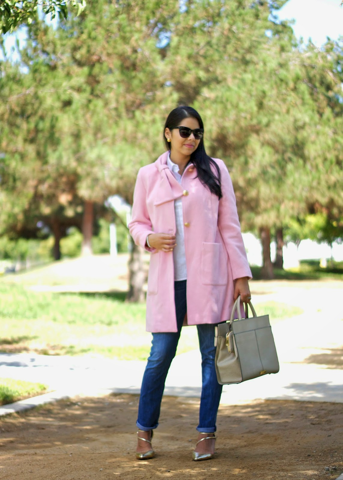 How to wear a pink coat, pink coat with white collar top, how to wear hudson jeans, gold pointed shoes