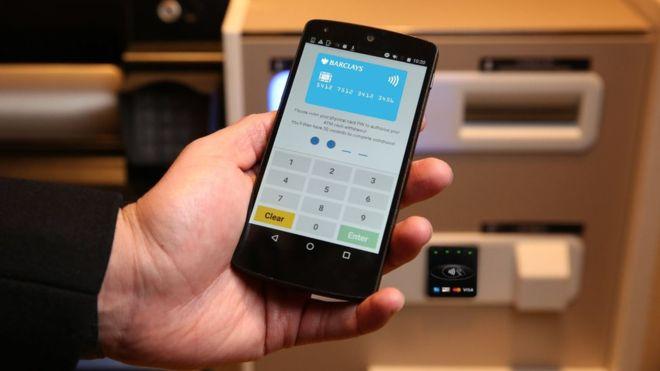 barclays prueba retiros de efectivo mediante telefonos inteligenes