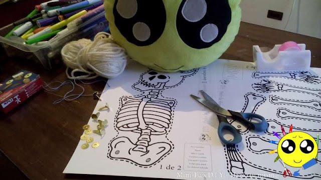 Recorta la plantilla del esqueleto móvil para Halloween