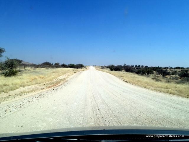 cómo son las carreteras en Namibia