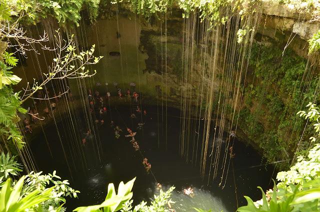 Gran Cenote de gran profundidad. Mexico