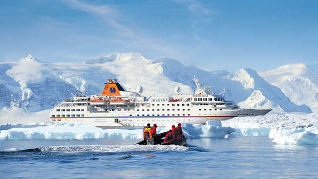 MS HANSEATIC  (C) Hapag-Lloyd Cruises