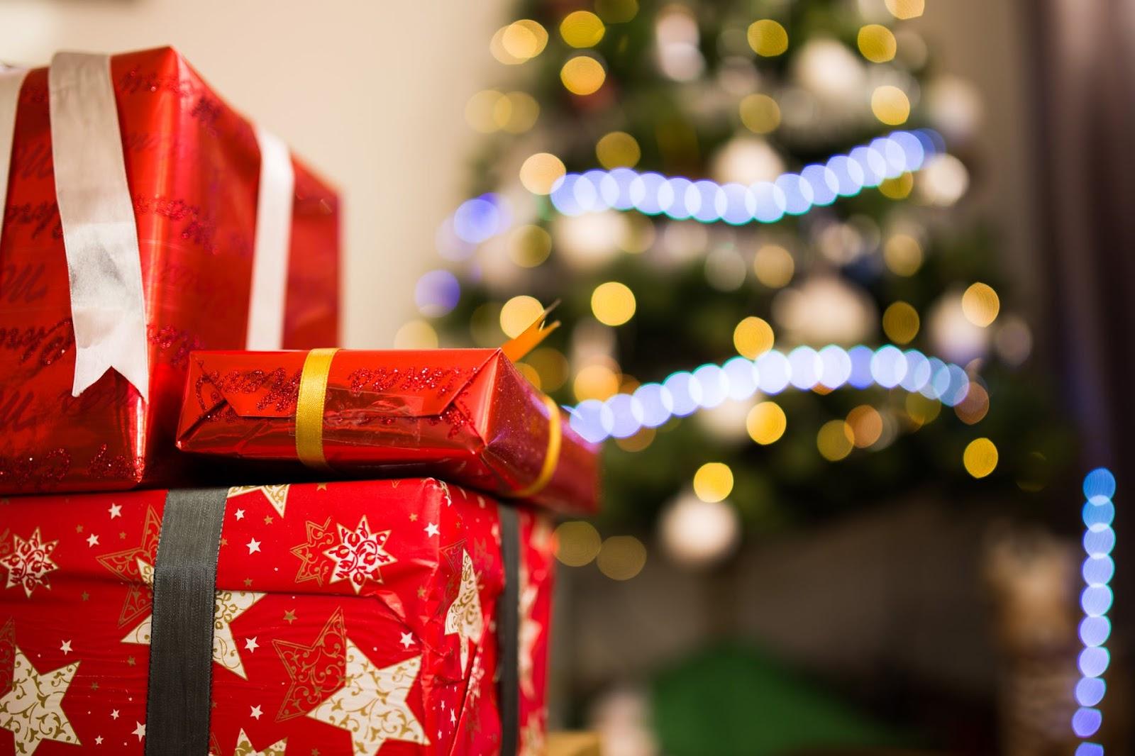 The ULTIMATE Christmas Gift Guide - Amanda Alvarado
