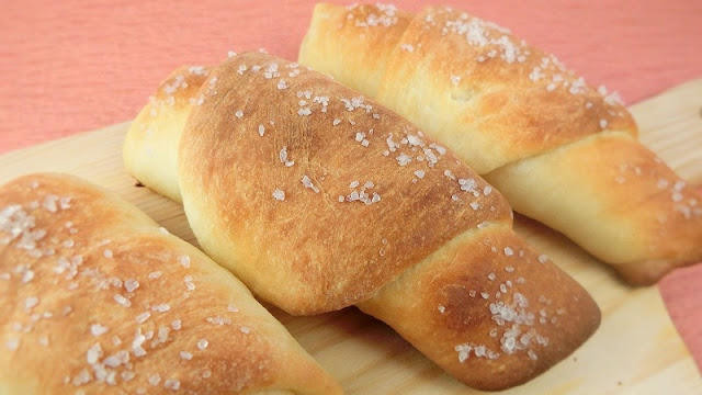 カリカリバターが美味しい!おから入り塩パンの作り方