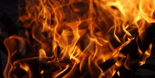 Por que os filhos de Arão, Nadabe e Abiú, morreram no fogo?