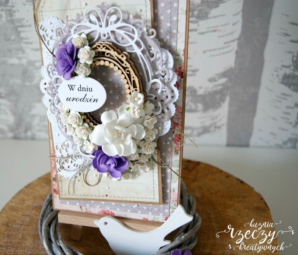 Ręcznie robiona kartka urodzinowa z cudownymi ręcznie robionymi kwiatami.