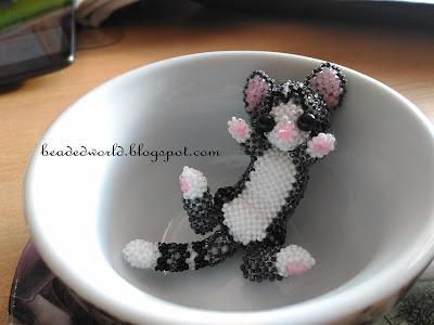 kot z koralików