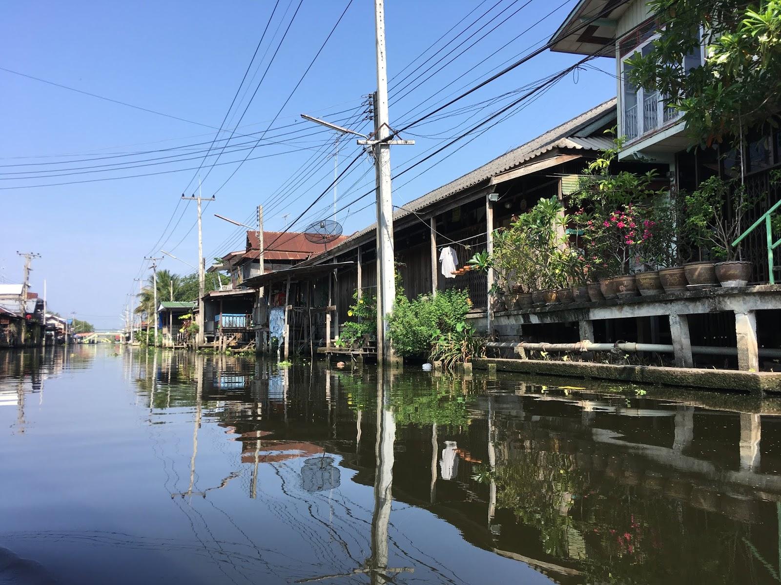 Mercado flotante de  Damneon Saduak, cerca de Bangkok