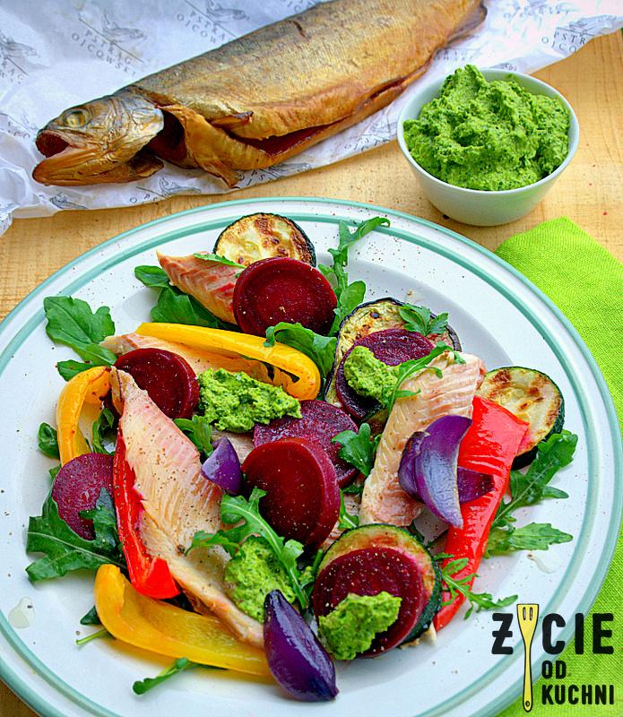 salatka z pstragiem ojcowskim, salatka z wedzona ryba, tarta, pstrag ojcowski, tarta z wedzona ryba, tarta wytrawna, tarta ze szparagami, tarta z zielonym groszkiem, przepisy z wedzona ryba, przepisy z pstragiem ojcowskim, blog zycie od kuchni, zycie od kuchni