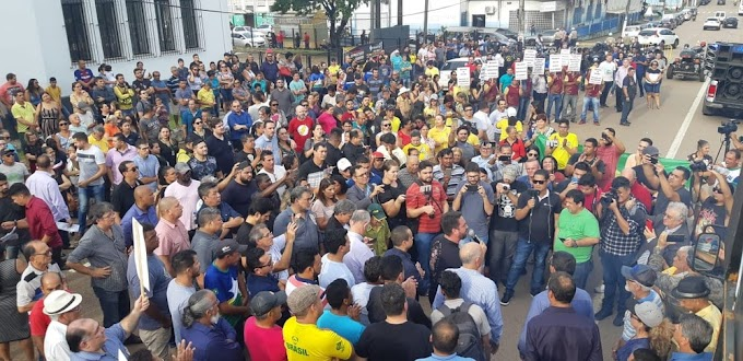 PELA LUZ DA ENERGISA: População sai as ruas de Porto Velho em protesto contra o aumento da energia