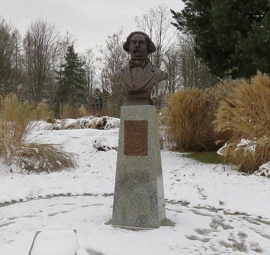 Popiersie Juliana Zubrzyckiego.