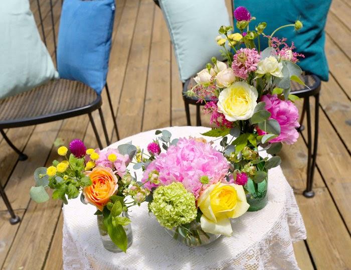 日仏学院ガーデンパーティウェデイング、結婚式の高砂のフラワーアレンジメント