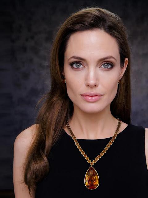 Angelina Jolie artis dengan fantasi seksual yang aneh