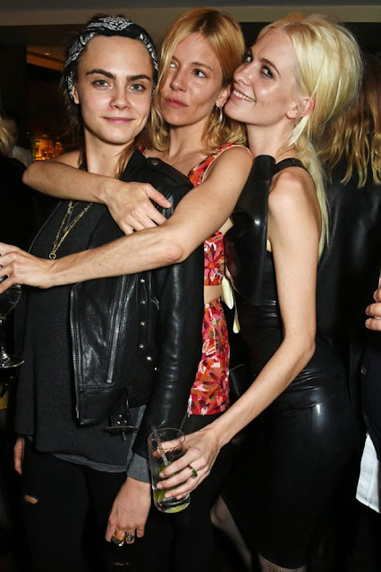 Cara y Poppy Delevingne, Sienna Miller, Love Magazine Christmas Party
