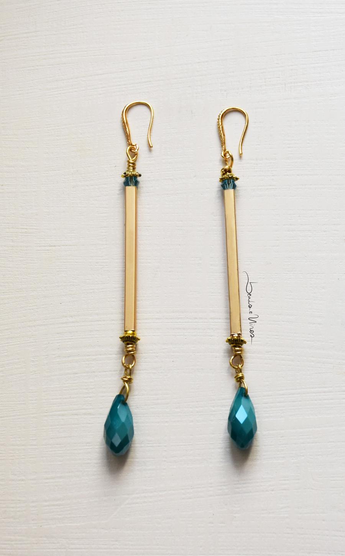 orecchini verticali con goccia turchese