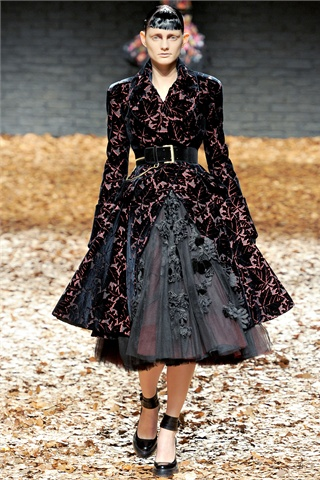 http://s-fashion-avenue.blogspot.it/2012/09/fallwinter-201213-trends-dark-lady.html