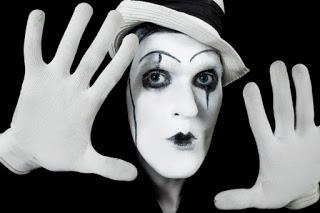 Όταν πέφτουν οι μάσκες