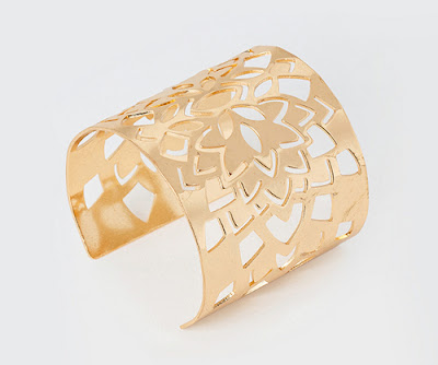 http://www.tati.fr/collection-cristina-cordula-pour-tati/bijoux-sac-accessoires/la-collection/bracelet-manchette-cristina-cordula/169940.html#1365