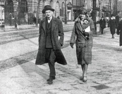 Joseph Roth and wife Friederike in Paris, around 1925.