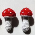 http://gan-chillo-de-manuela.blogspot.com.es/2015/07/piedras-decoradas-patron-de-setas.html