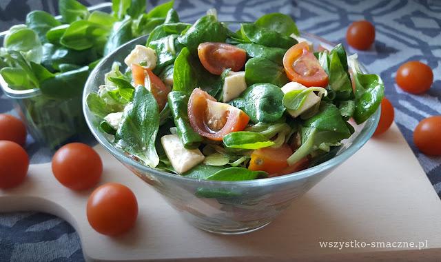 Sałatka z roszponką, pomidorkami i mozzarellą