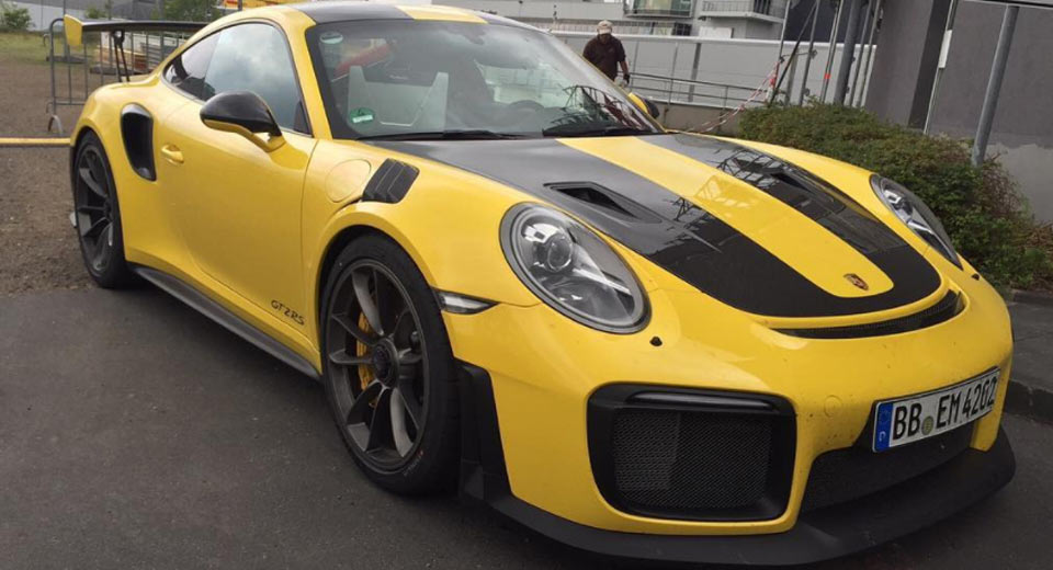 new porsche 911 gt2 rs looks even better in yellow