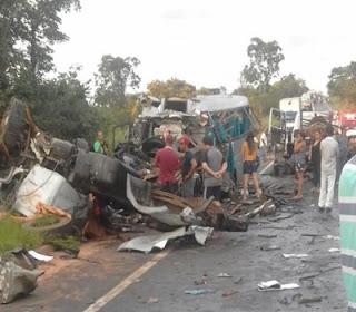Van de Catolé do Rocha, na PB se envolve em acidente em MG deixando 13 mortos e 39 feridos