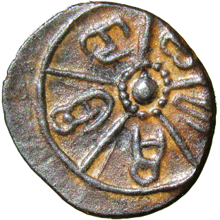 Chakra with five spokes; in the space between spokes, legend in ancient Kannada characters Shri Do sha ra si.