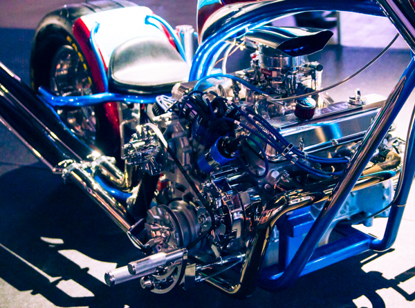 auton moottori moottoripyörässä rover custom prätkä_