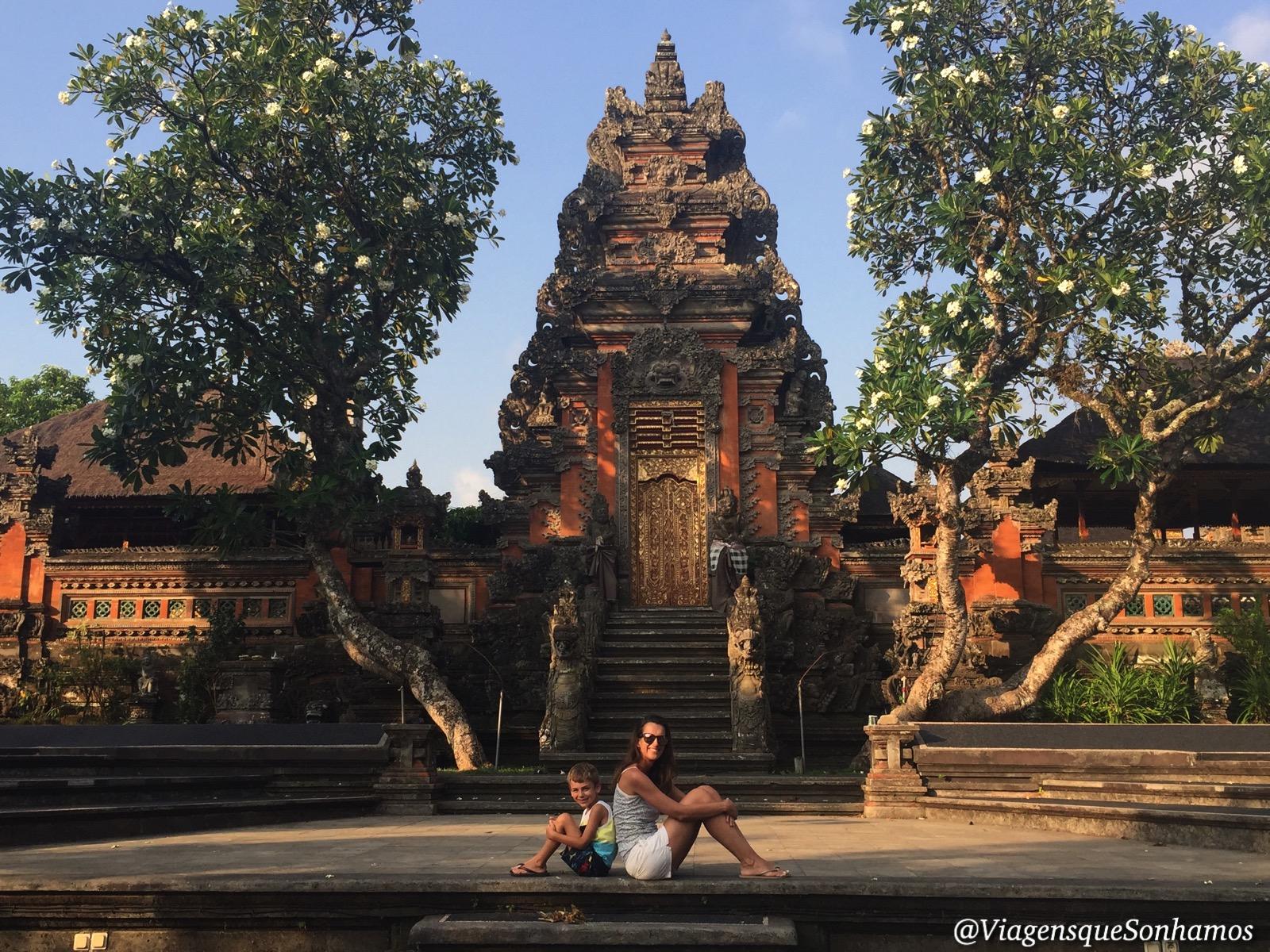 Templo em Ubud na Indonésia