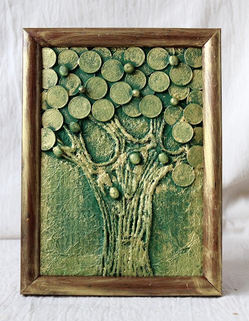 панно из монет. дерево