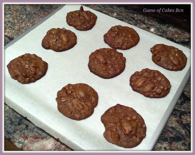 Más galletas de chocolate recién hechas