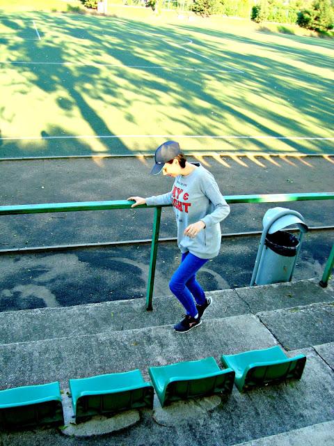 Sportowy spacer. Sport to zdrowie.