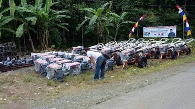 Sjacrani Mataja Serahkan Bantuan Alat Pertanian di Kecamatan Pulaulaut Timur