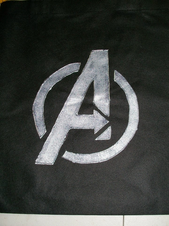 DIY: Marvel Avengers logo tote bag