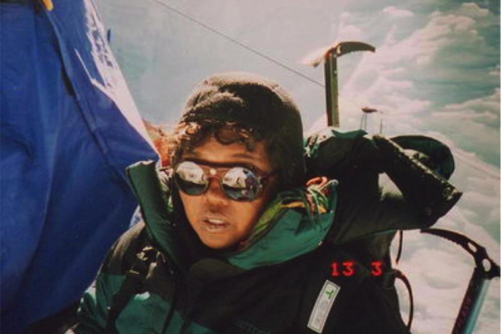 wanita tanggung pendaki gunung everest Indonesia