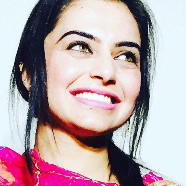 Online aunty pictures actress nisha bano hot sexy new for Nisha bano with husband