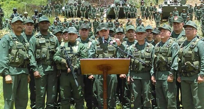 Cúpula militar intenta acallar sospechas de quiebre en torno a Maduro