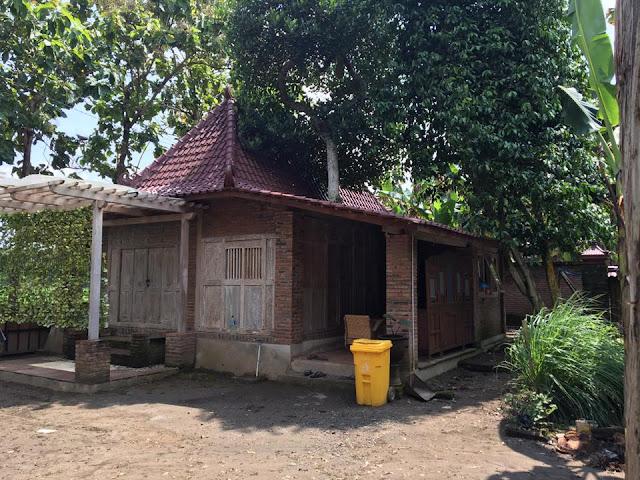 rumah limasan unik