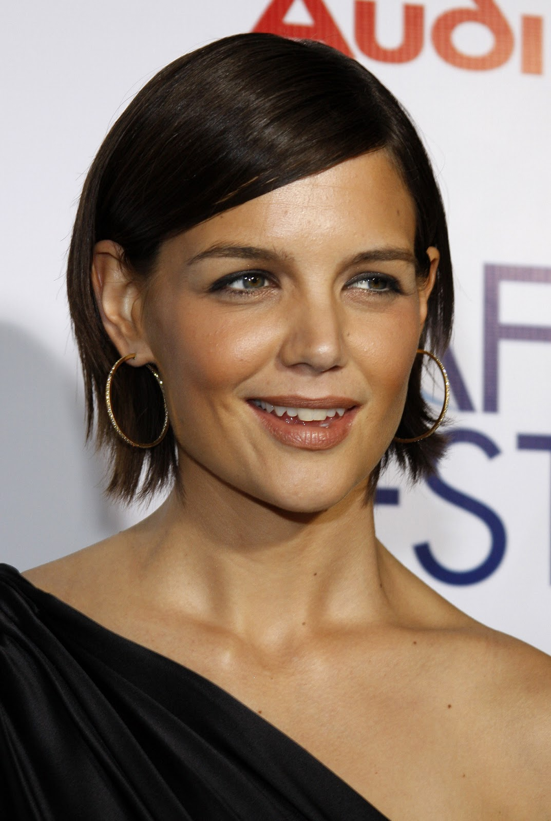 Katie Holmes Long And Loose Hairstyles Homecoming Hairstyles