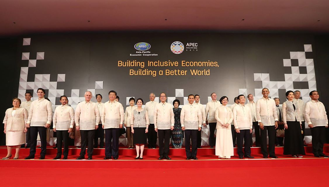 APEC Leaders' Family Photo with Spouses.