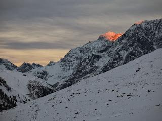 Der Gipfel der Hohen Geige leuchtet in der Abendsonne