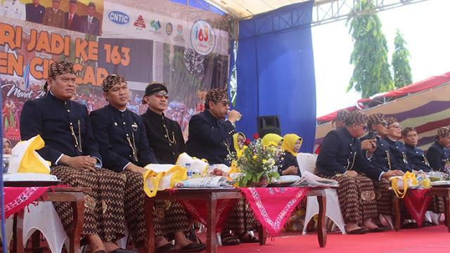 Prosesi dan Kirab Lambang Daerah Kabupaten Cilacap, Berjalan Dengan Meriah