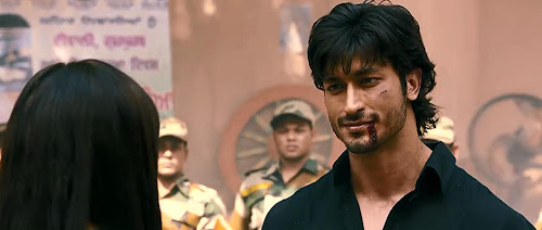 Screen Shot Of Hindi Movie Commando (2013) Download And Watch Online Free at worldfree4u.com
