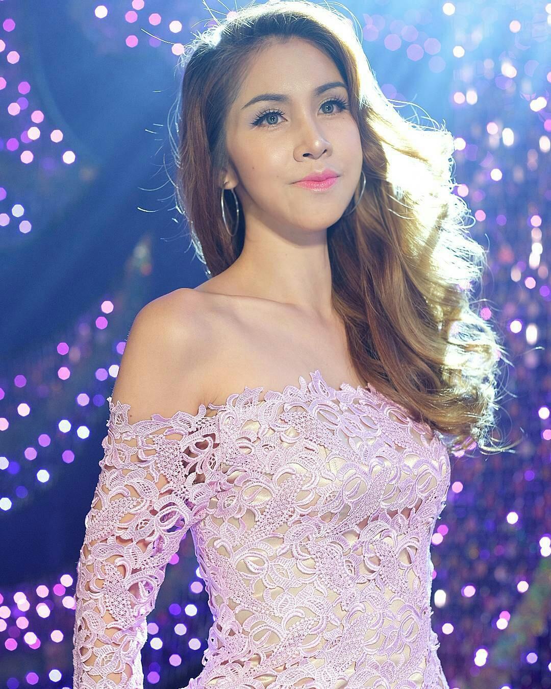 Areeya Marks – Beautiful Thai Ladyboy Cabaret Show - TG Beauty